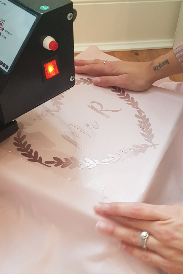 Silhouette-Cameo-Project-Vinyl-printed-pillowcases