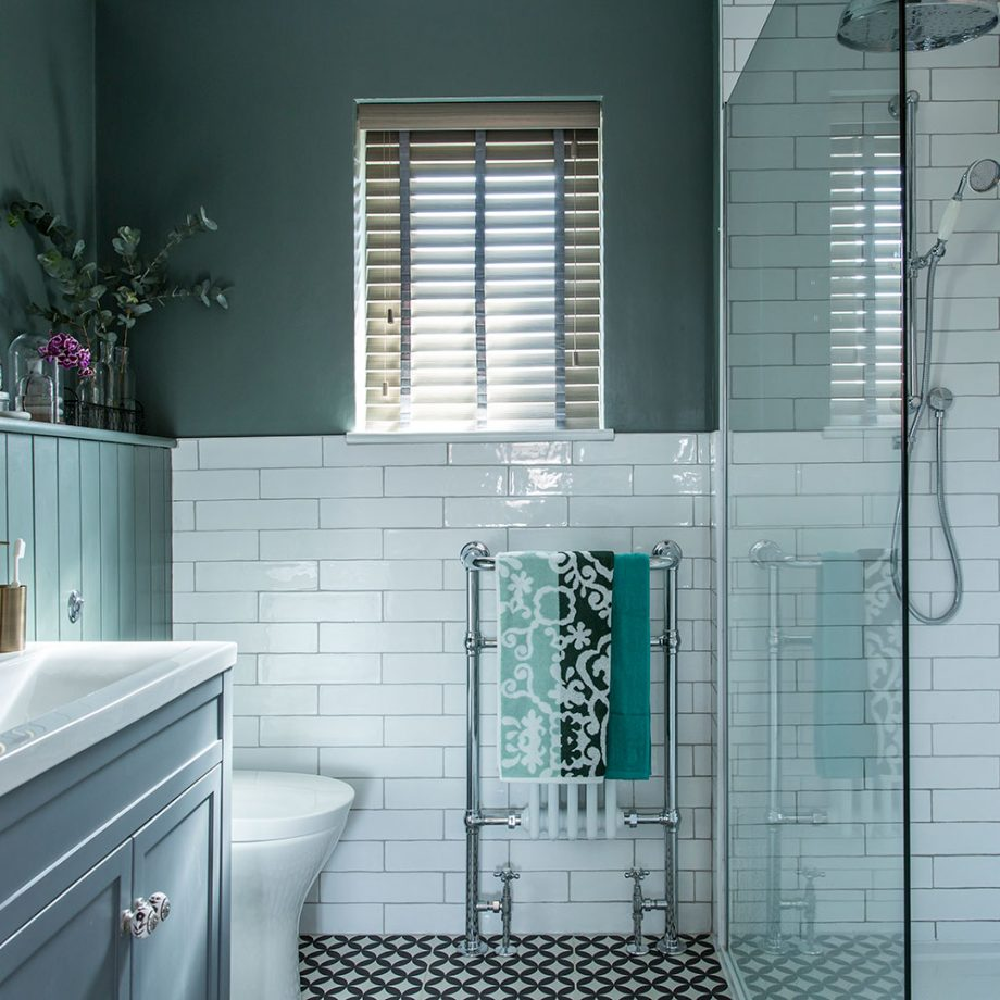 Bathroom-makeover-with-walk-in-shower-and-grey-colour-scheme-3-920x920