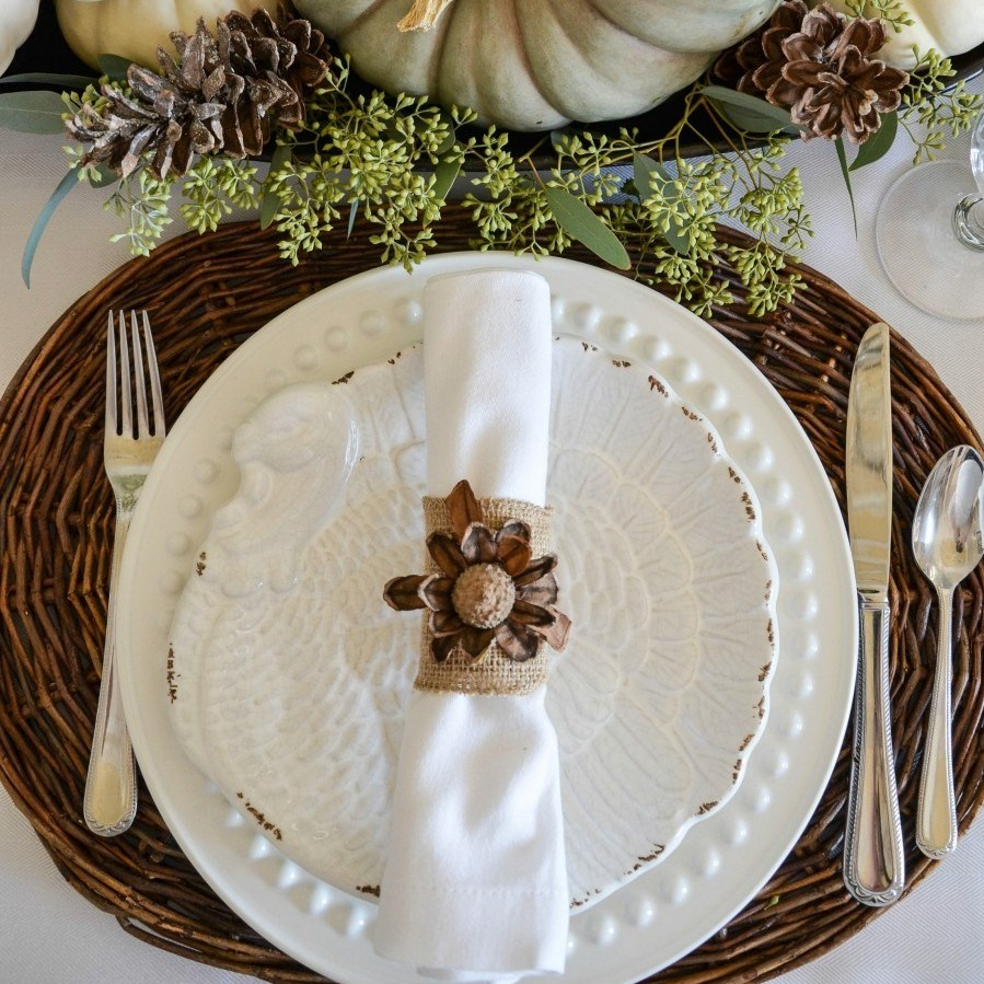 NATURAL-THANKSGIVING-TABLESCAPE-white-tablecloth-twiggy-placemats-stonegableblog-3534613060-1535621535335.jpg