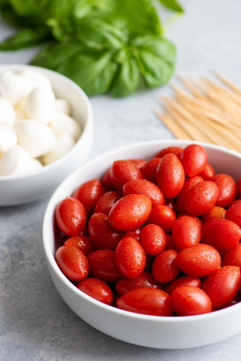 caprese-sticks-tomatoes-800x1198