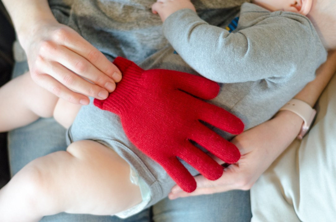016-1-kcl-babyhacks-rice-filled-glove-1521476581