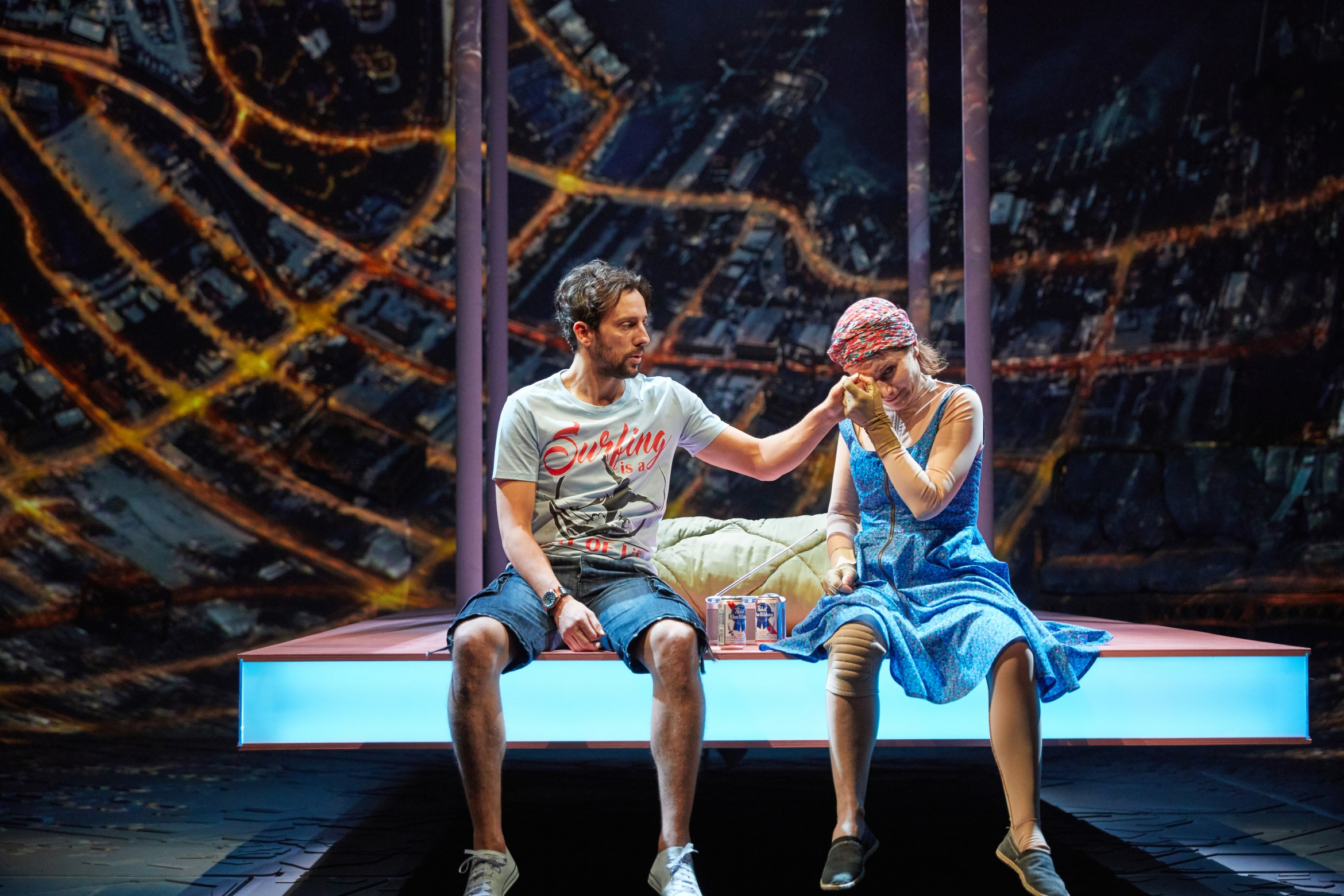 Ugly Lies the Bone at the National Theatre. l-r Ralf Little (Stevie) and Kate Fleetwood (Jess) Photo by Mark Douet _D4A1037.jpg