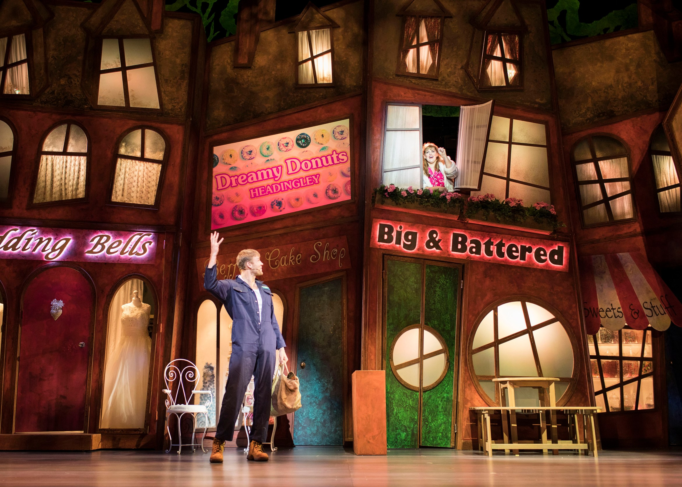 Jodie-Prenger-and-Andrew-Flintoff-for-Kay-Mellors-Fat-Friends-the-Musical.-Photo-by-Helen-Maybanks.-001.jpg