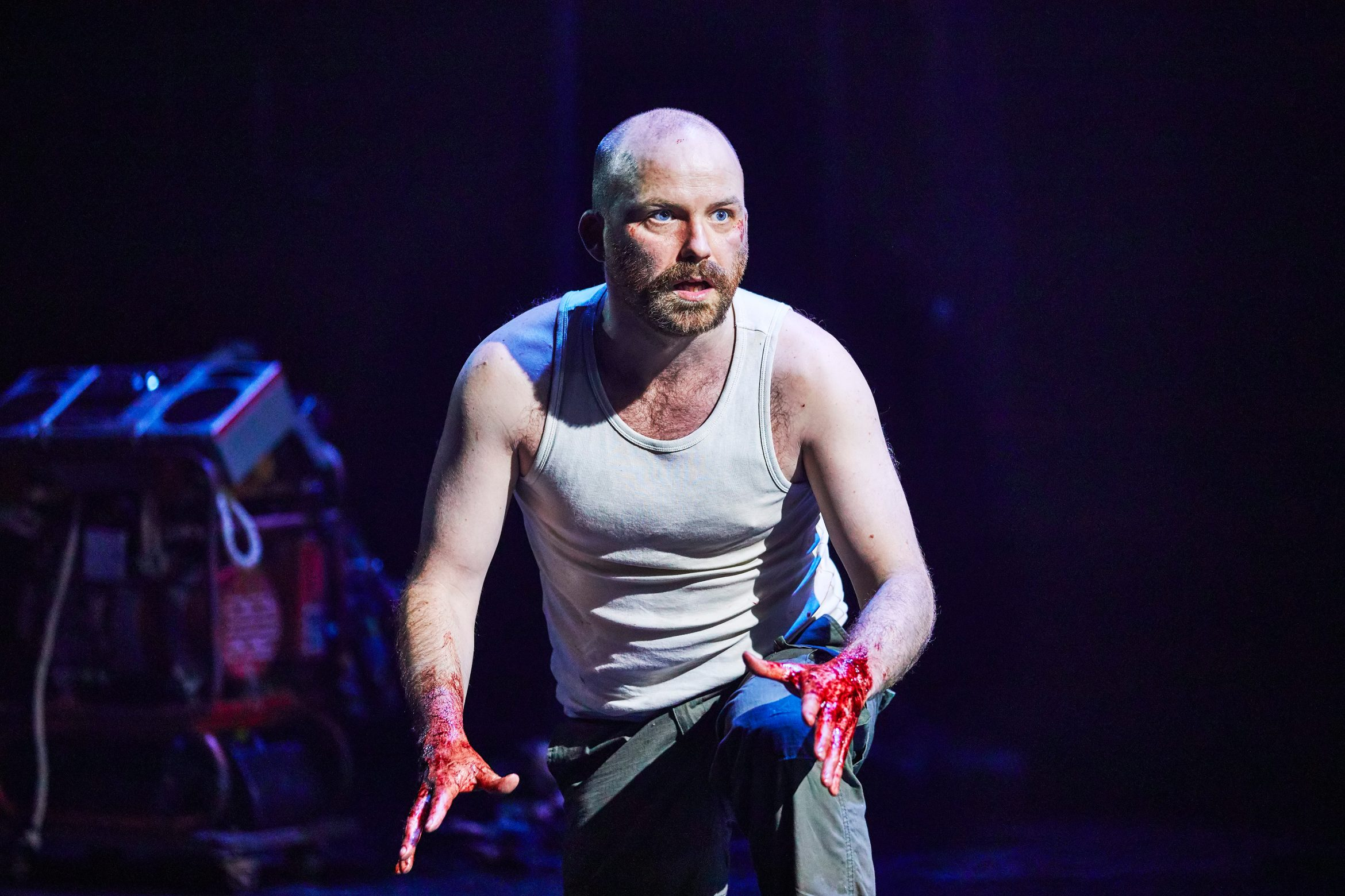Rory Kinnear as Macbeth in Macbeth at the National Theatre (c) Brinkhoff Mögenburg 1002-0642.JPG