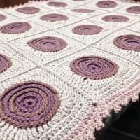 Swirly crochet cushion complete!