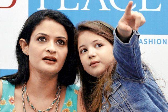 latest harshali malhotra ki pics