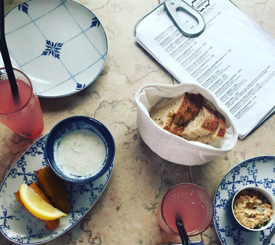 Loja das conservas restaurante tempura de sardinha paté de cavala lisboa portugal app bitemojo tour gastronómico