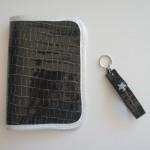 Porte papiers de voiture et porte-clef en cuir assortis