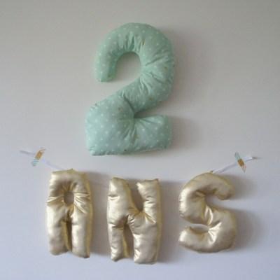"""Coussins décoratifs """"2 ANS"""""""
