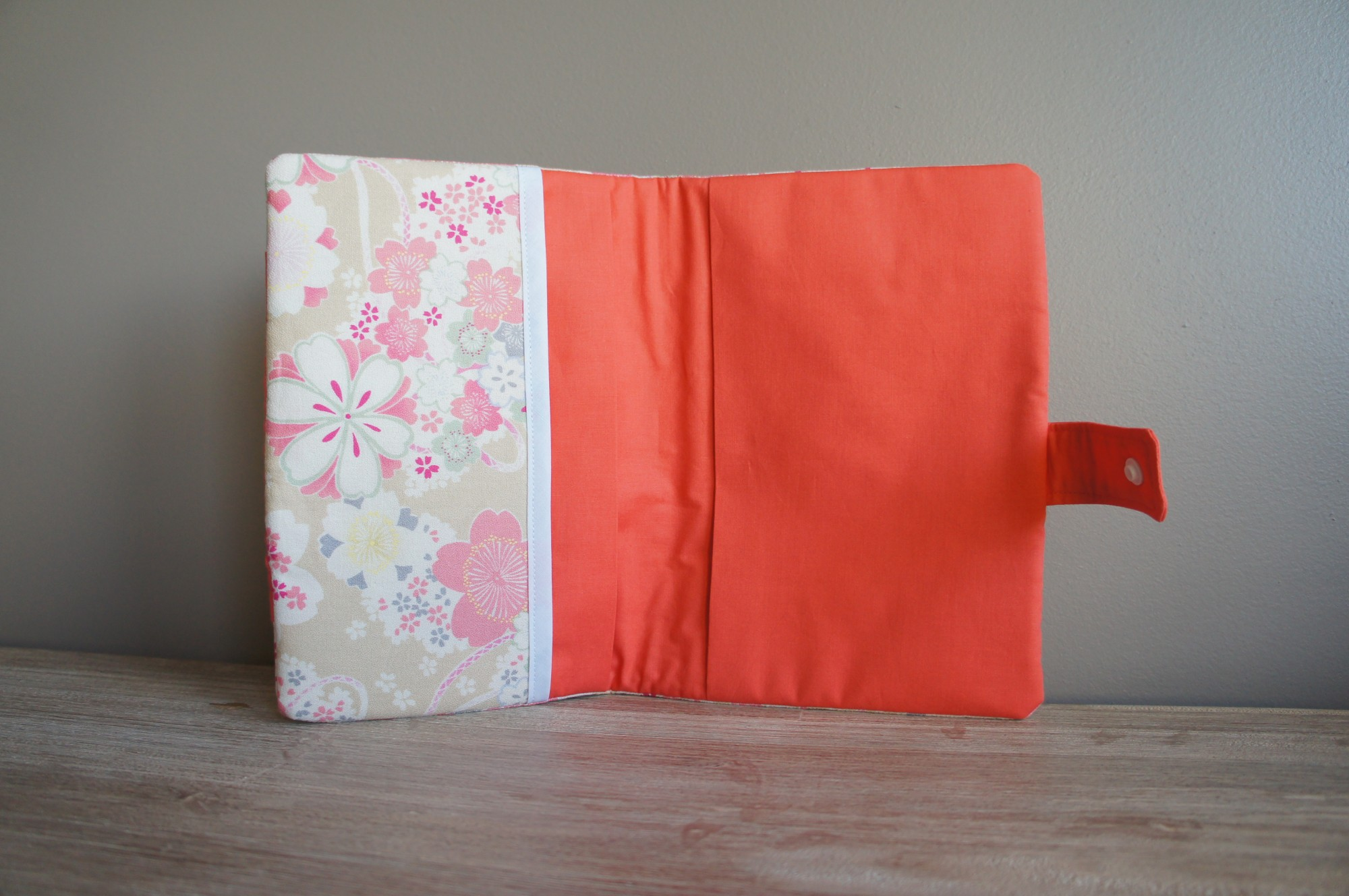 Intérieur du protège carnet de santé tissu japonais et corail