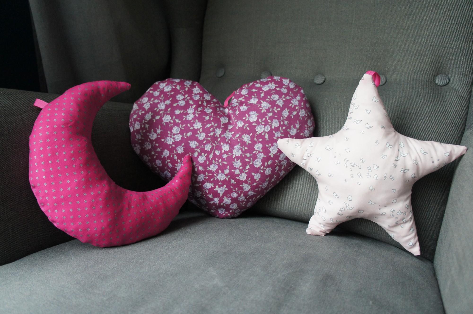 Trio de coussins déco : lune, cœur et étoile pour chambre fille