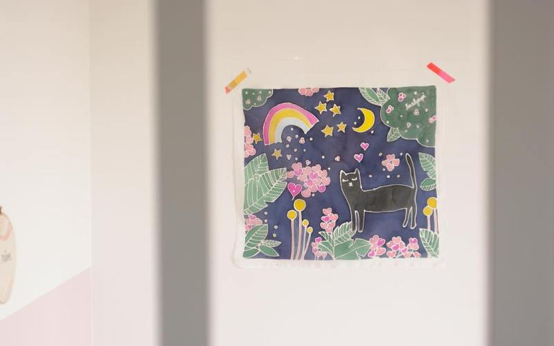 Chat et magie dans la nuit - peinture sur soie