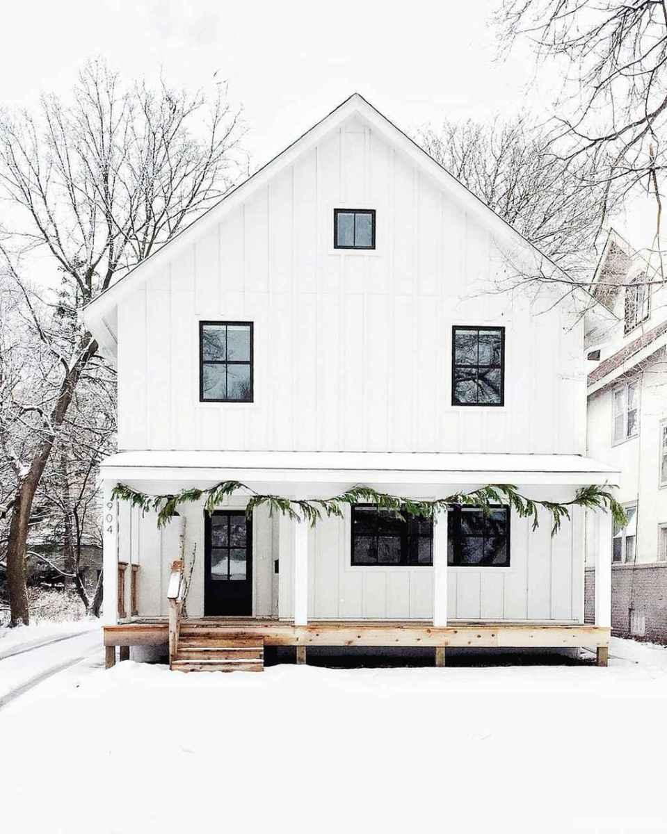 Simple Modern Farmhouse Exterior Design Ideas 08