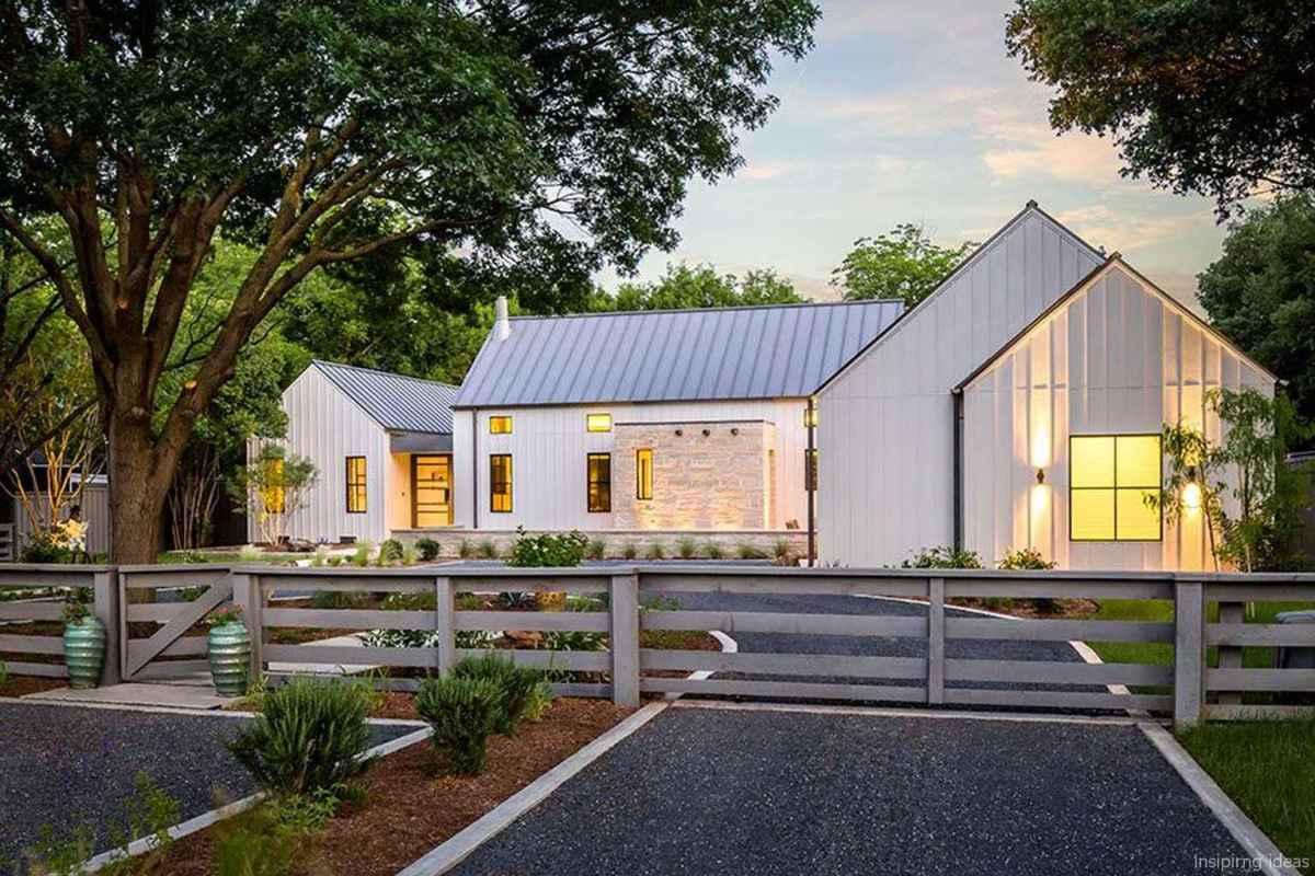 Simple Modern Farmhouse Exterior Design Ideas 27