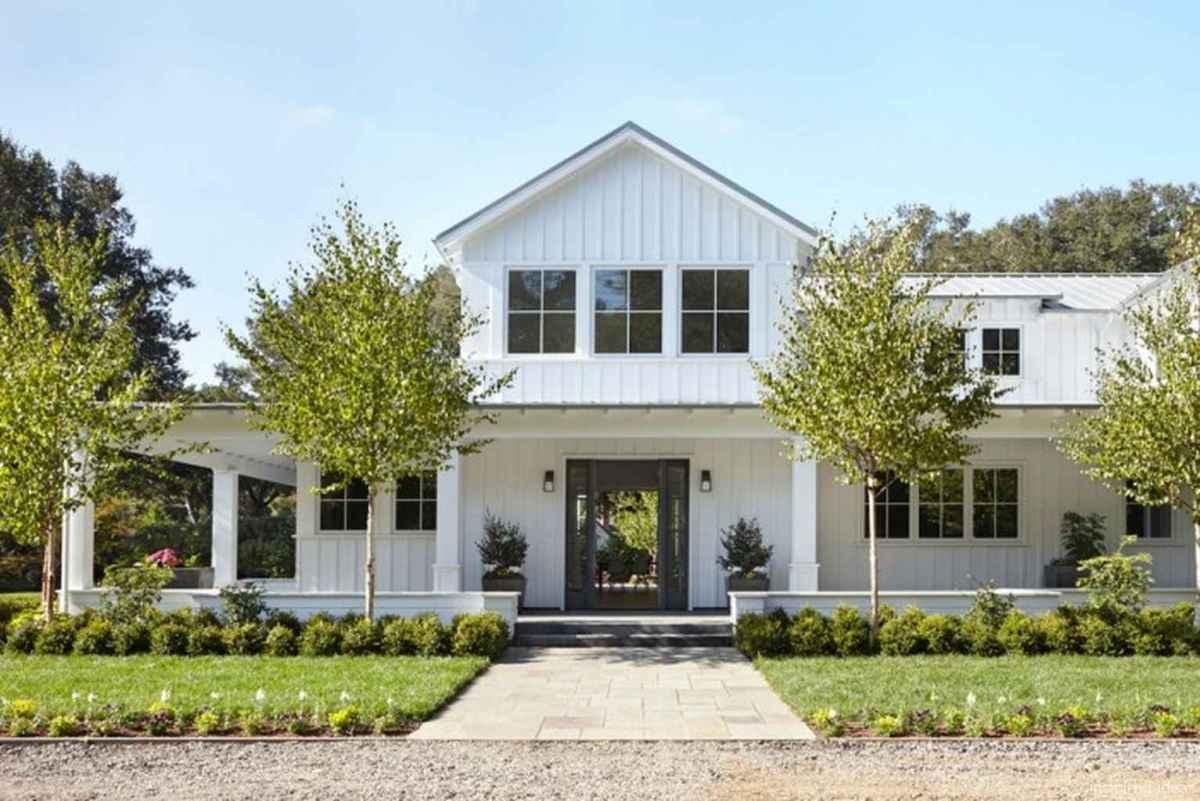Simple Modern Farmhouse Exterior Design Ideas 32