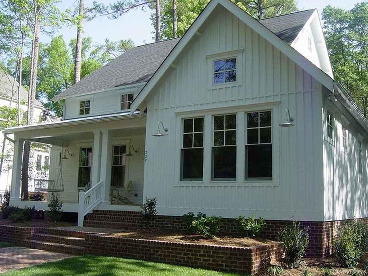 Simple Modern Farmhouse Exterior Design Ideas 33