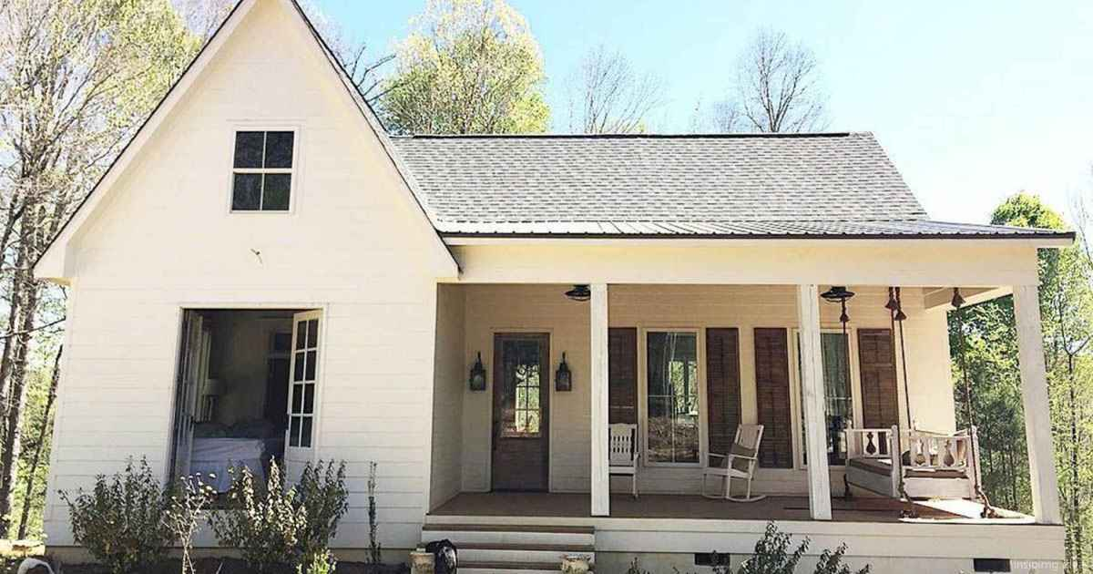 Simple Modern Farmhouse Exterior Design Ideas 36