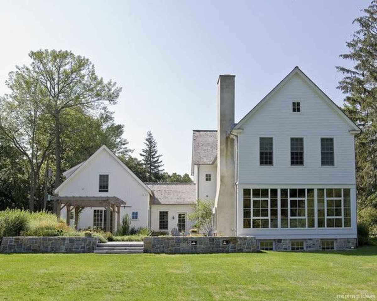Simple Modern Farmhouse Exterior Design Ideas 39