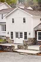Simple Modern Farmhouse Exterior Design Ideas 57