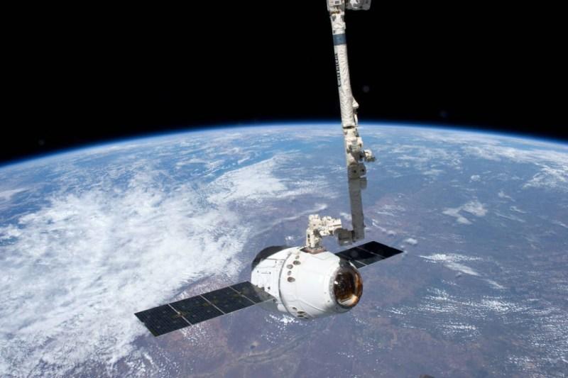 spacex dragon canadarm 2 grapple