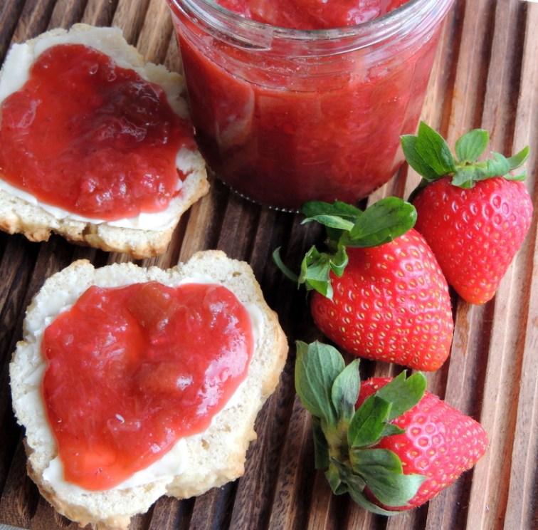 Rabarber-jordbærmarmelade med ingefær og citron