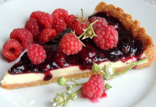https://lovemusicandcakes.wordpress.com/2013/10/09/taerte-med-hvid-chokoladecreme-og-baersovs/