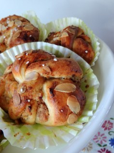 https://lovemusicandcakes.wordpress.com/2013/11/08/nyt-fyld-til-dine-svenske-bullar-kanelaeble-og-marcipan-vanille-og-marcipan/