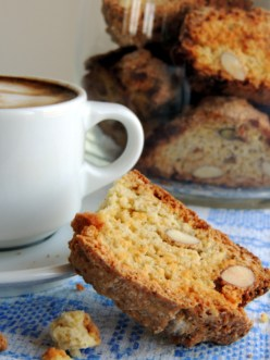 https://lovemusicandcakes.wordpress.com/2013/05/03/biscotti-med-kardemomme/