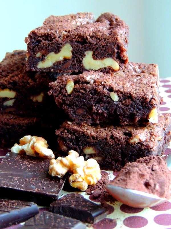 https://lovemusicandcakes.wordpress.com/2014/01/12/klassisk-brownie-med-valnodder/