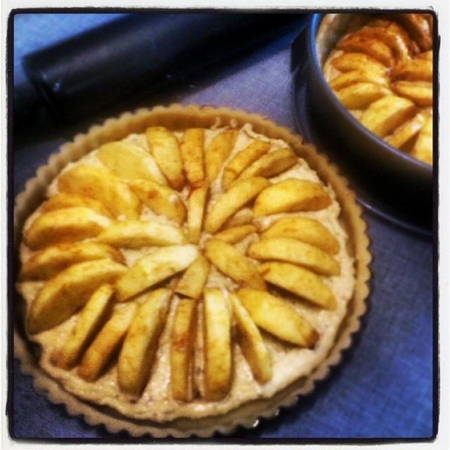 Æbletærte med kanel og mazarin