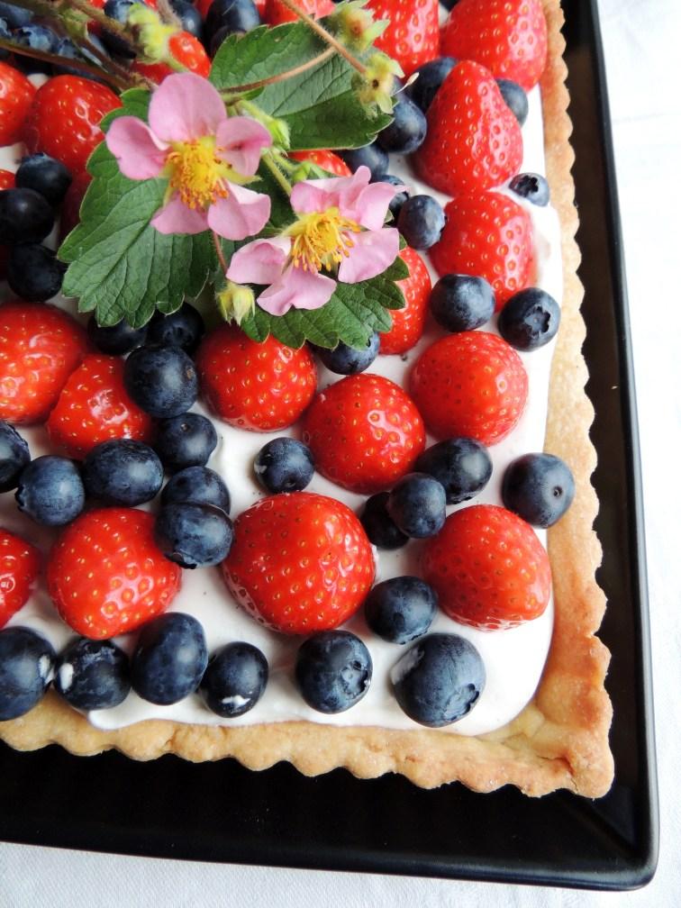 Jordbær-blåbærkage