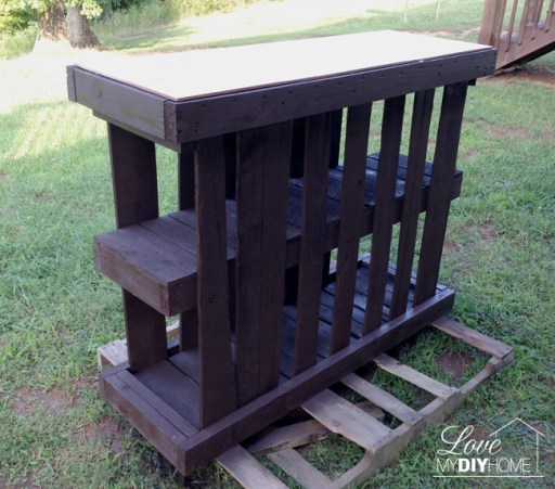 DIY Pallet Deck Island {Love My DIY Home}
