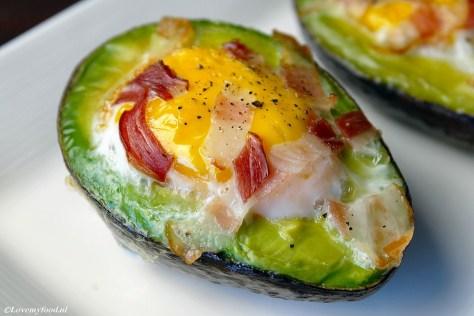 Avocado met ei uit de oven 4