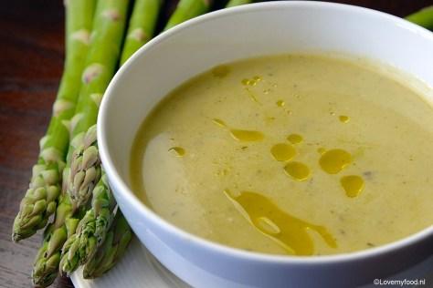 Soep van groene asperges met prei en citroen 1