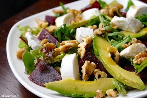 Salade met bietjes, geitenkaas en honing-balsamicodressing 1