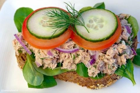 lunch-salade-met-tonijn-en-honing-mosterd-dille-saus-2