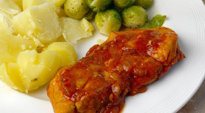 Gestoofde hamlappen met tomaat en witte wijn
