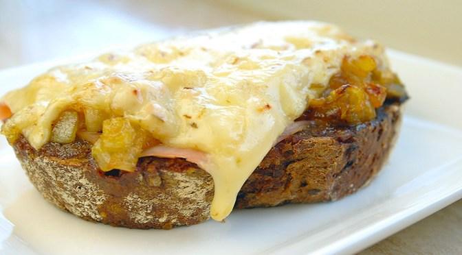 warm-broodje-met-ham-witlof-en-komijnekaas-3