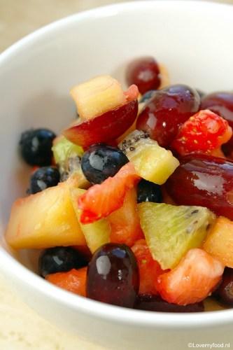 Fruitsalade met honing-limoendressing