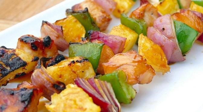 BBQ: Gemarineerde kip-ananas spiesjes