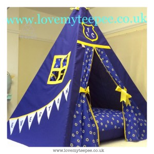 Childrens personalised everton teepee with large floor cushion