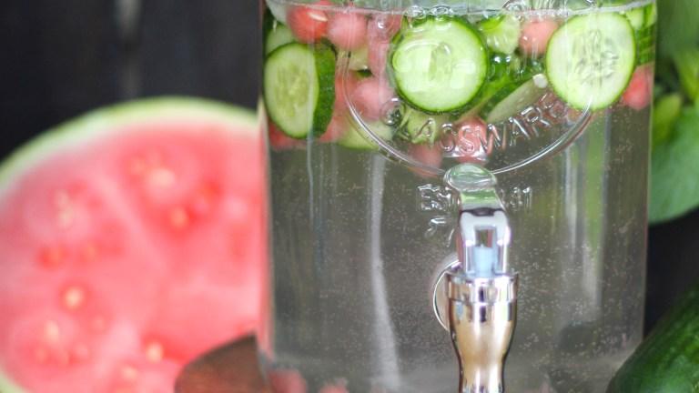Gurkenwasser mit Melone und Minze