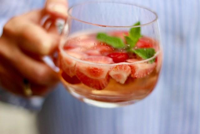 Erdbeerbowle im Bowlenglas