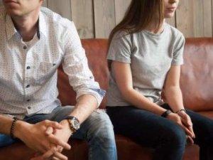 A low key relationship or a secret affair