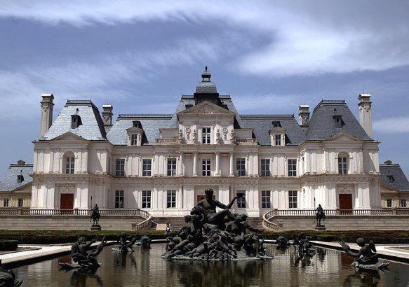 Копия замка из пригорода Парижа.