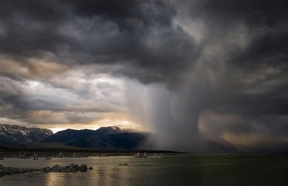 Гроза на озере Моно, Калифорния