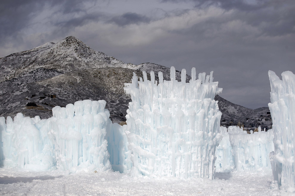 Огромные ледяные замки из сосулек в штате Юта