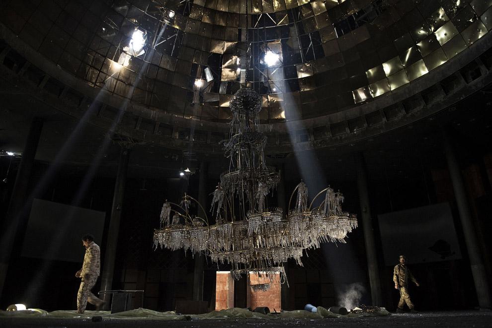 Сирт, Ливия и гигантская люстра бывшего концеренц-зала