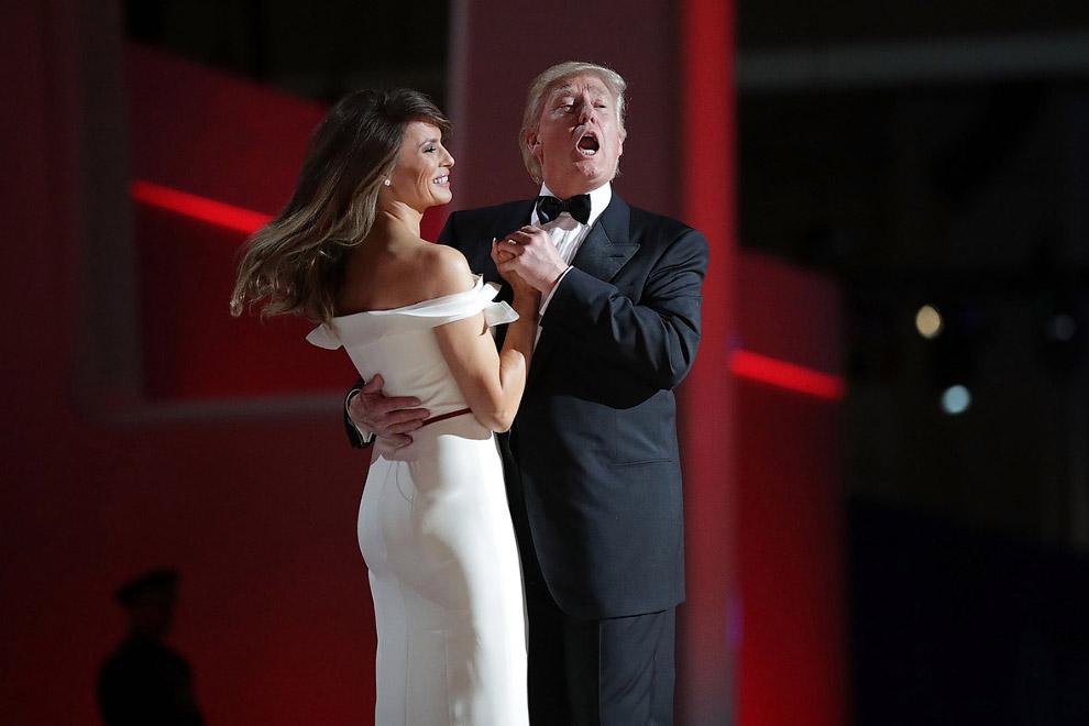 Бал в честь нового президента США, первый танец за Трампом с женой Меланией