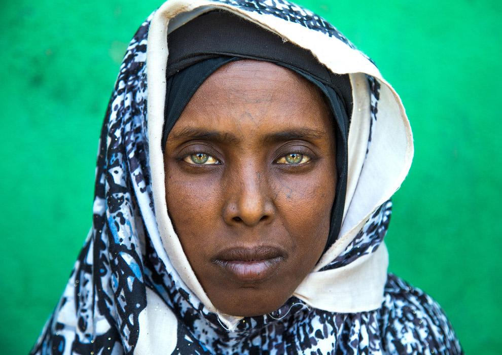 В Эфиопии сохраняется традиция нанесения татуировки на  лицо